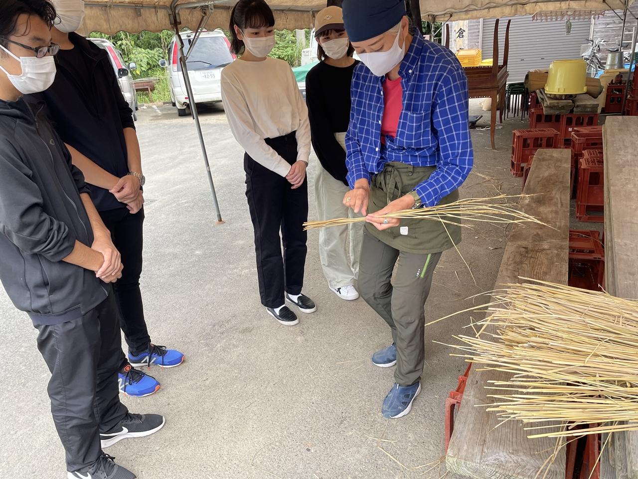 藁の編み方もいちから学び
